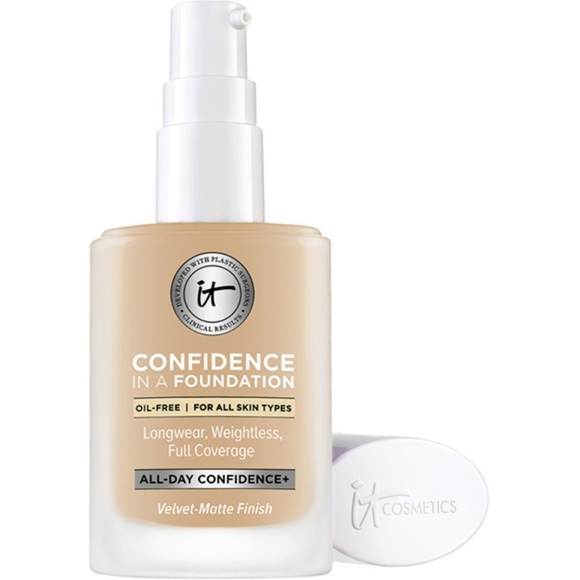 it cosmetics Other - NWT It Confidence in a Foundation - Medium Nude